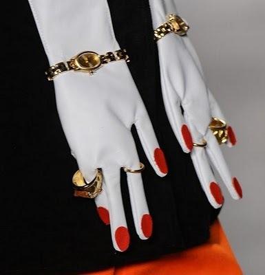 Необычные перчатки