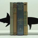 Держатель для книг в виде акулы