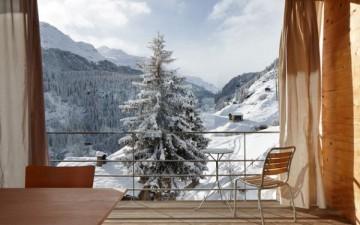 Швейцарский домик в горах от Peter Zumthor