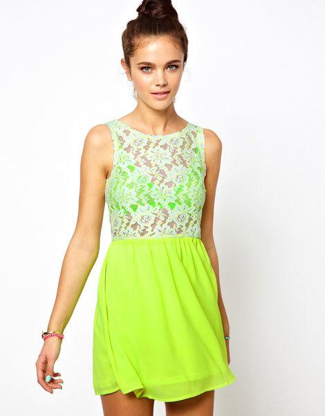 Неоновое короткое приталенное платье с кружевом Glamorous