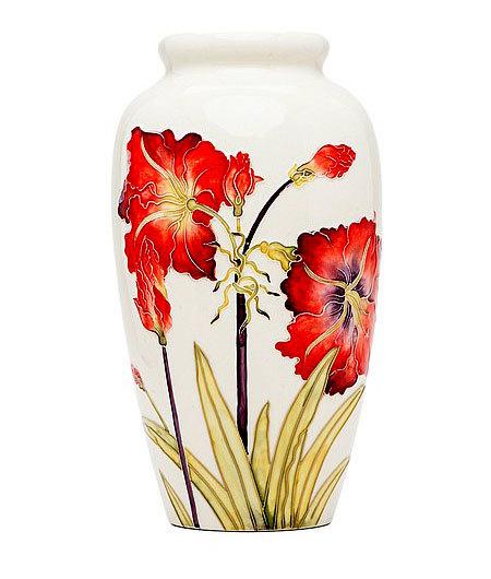 Фарфоровая ваза для цветов с маками