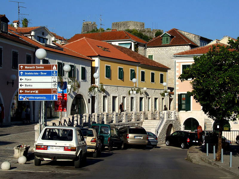 Херцег-Нови улица в старой части города