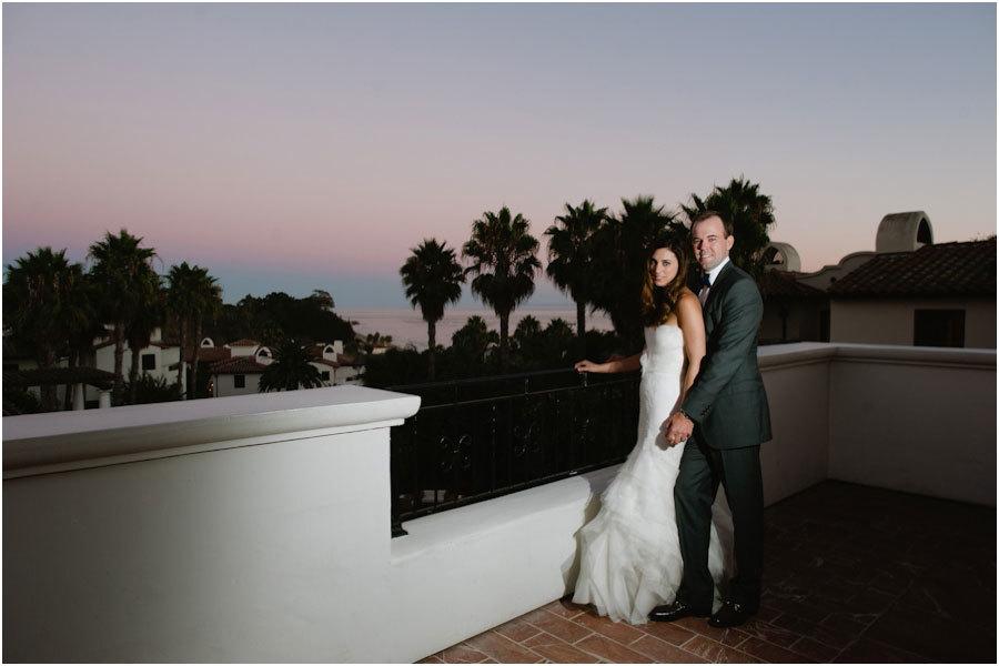 Красивая свадебная фотография на закате.