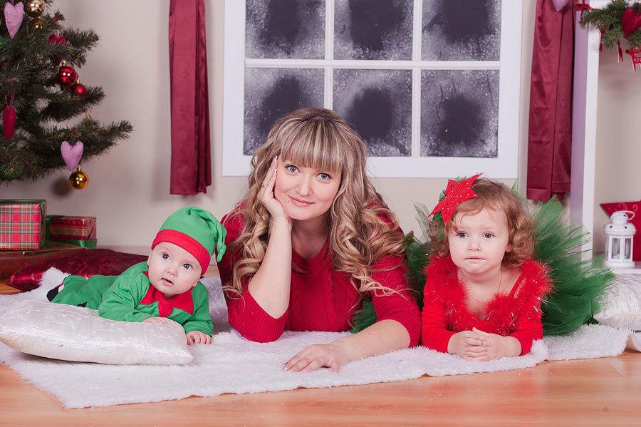 Новогодняя семейная фотосессия мама и дети