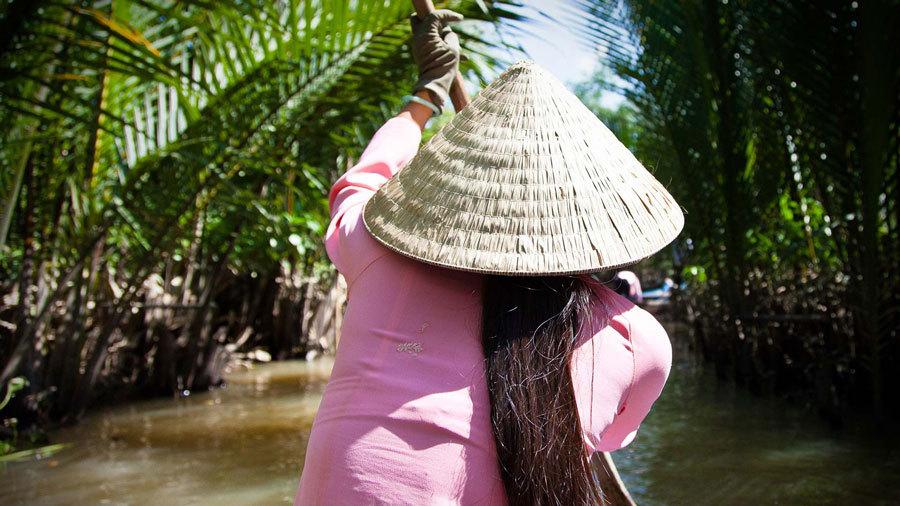вьетнамская плетеная шляпа