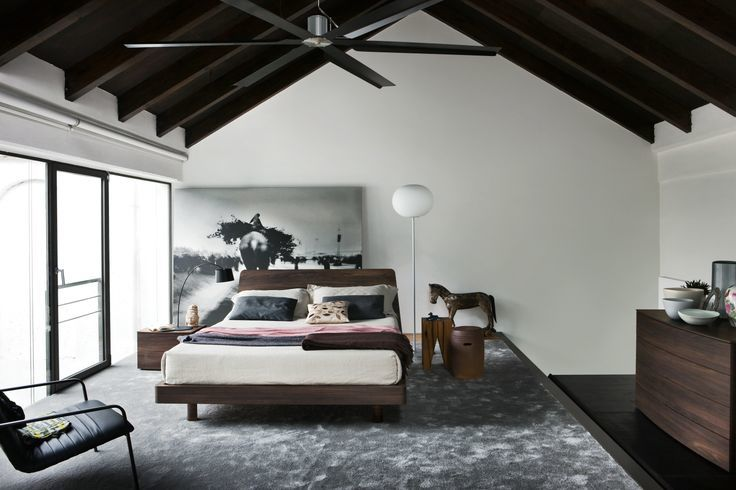 темный комод для спальни