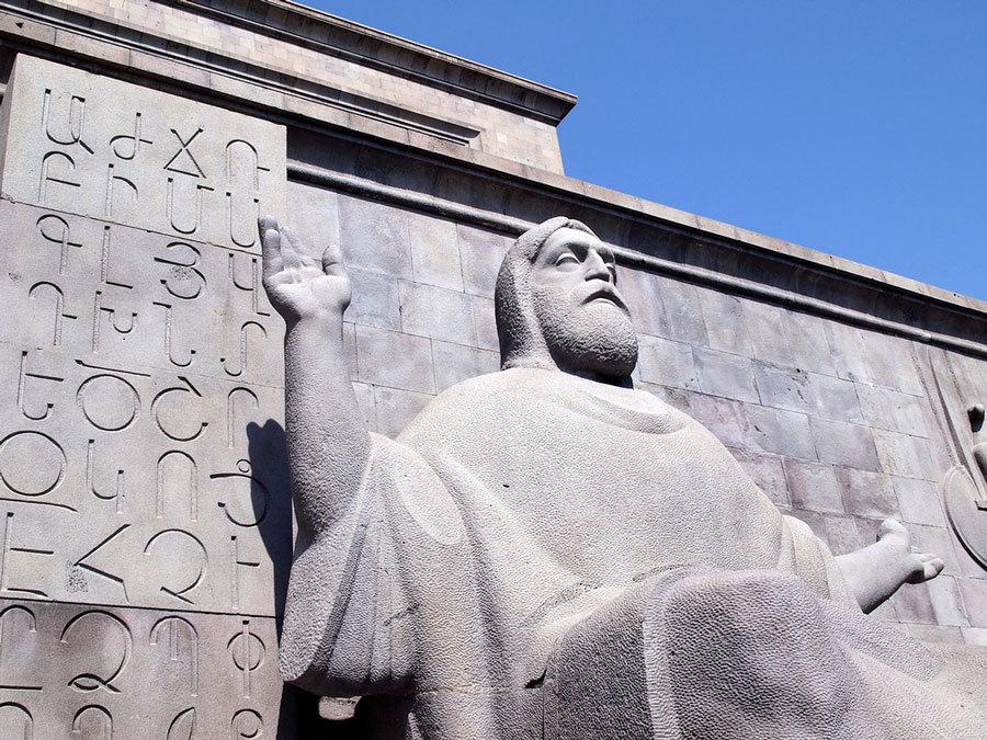 Статуя Месропа Маштоца