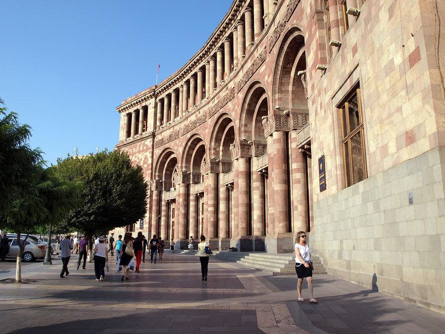 самое популярное место в Ереване площадь Республики