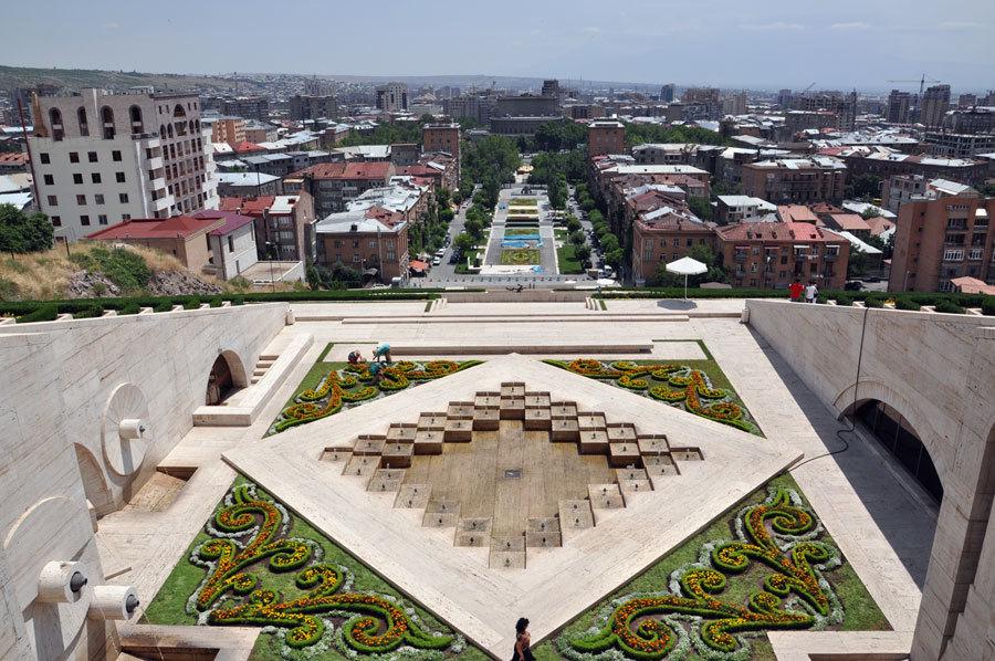 Tamanyan_street_seen_from_Yerevan_Cascade