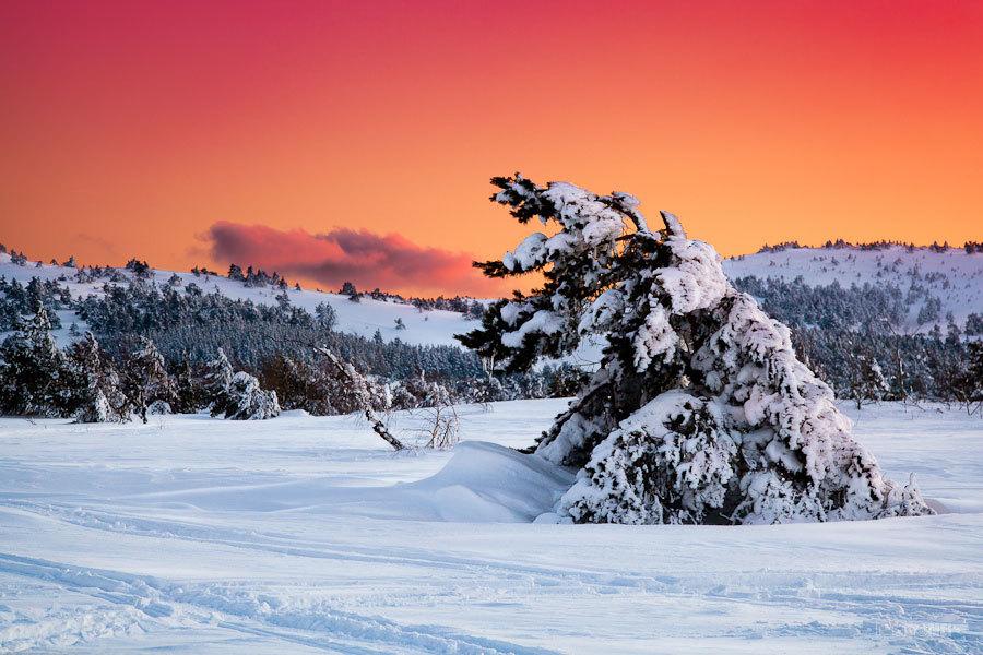 Необычный рассвет а крымских горах.