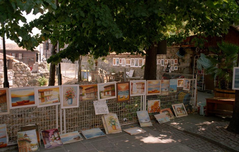 Созополь - продажа картин на улицах.