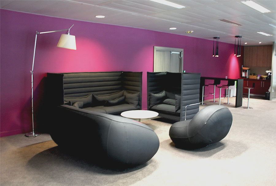 надувная мебель в офисе