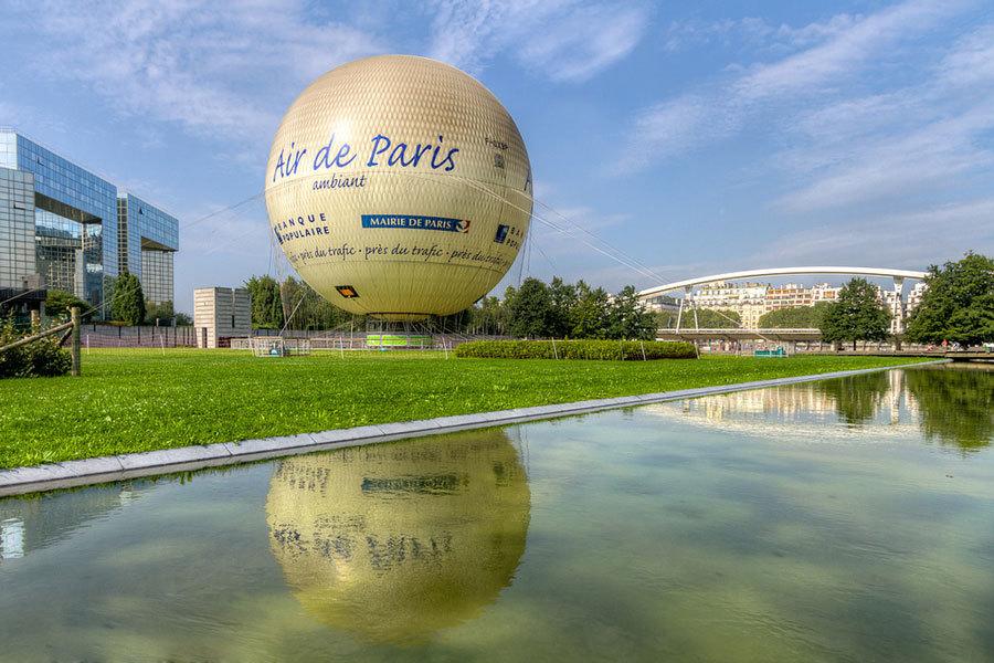 Воздушный шар в Париже.