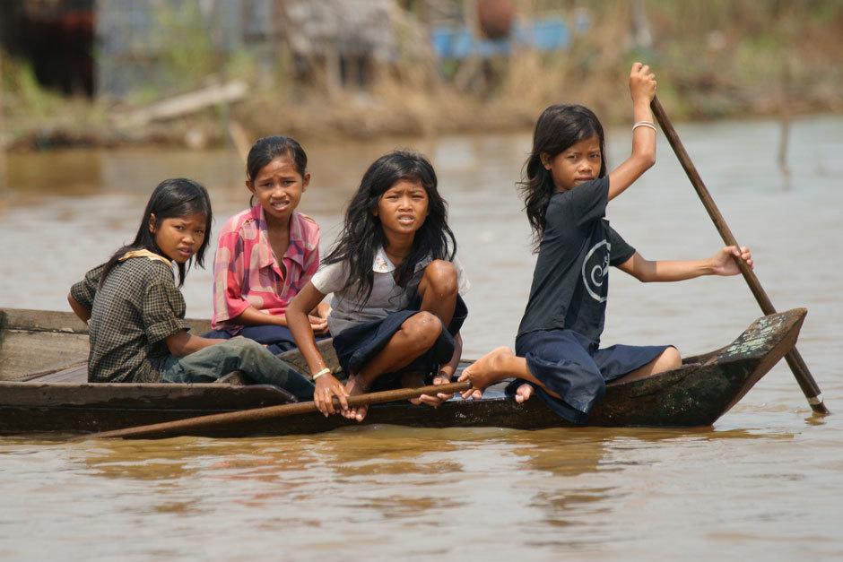 Дети из камбождийской деревни