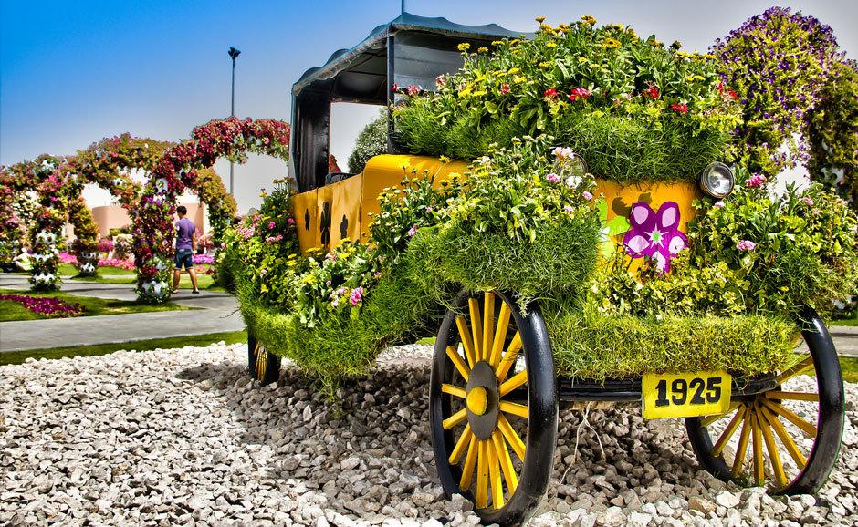 автомобиль из цветов, дубай