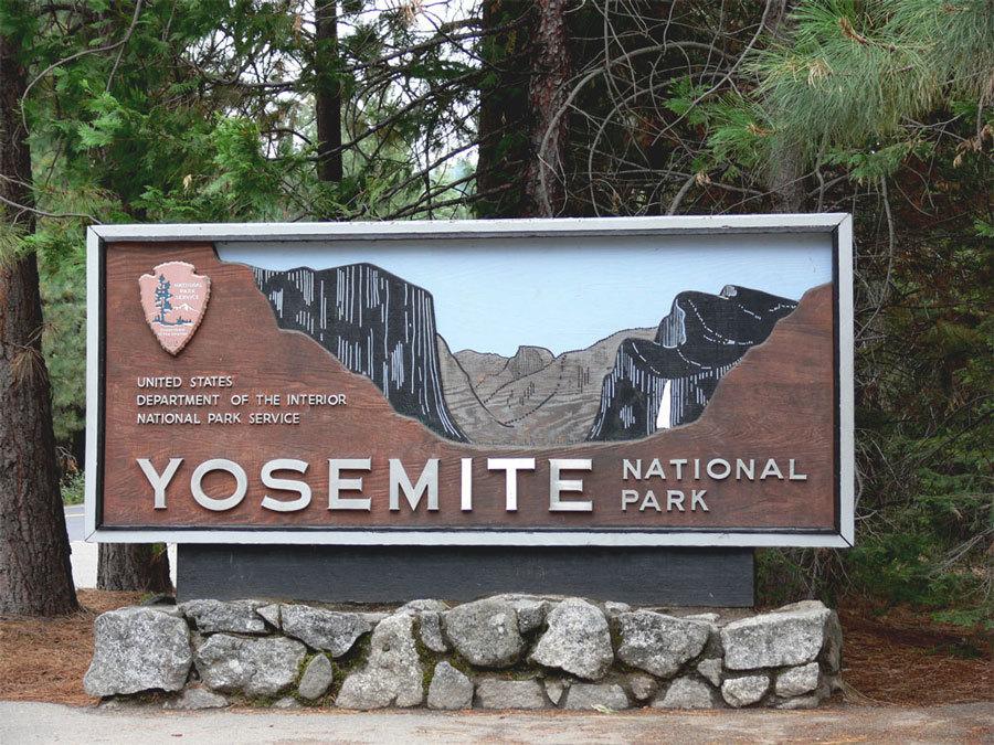 парк Йосемити вывеска на въезде
