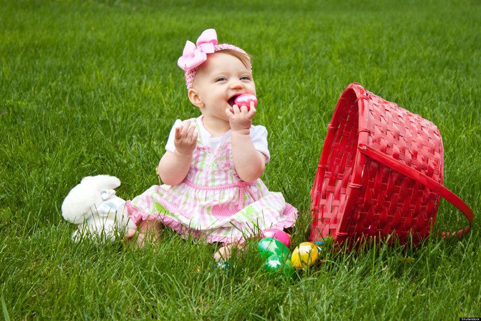 девочка, корзинка и яйцо
