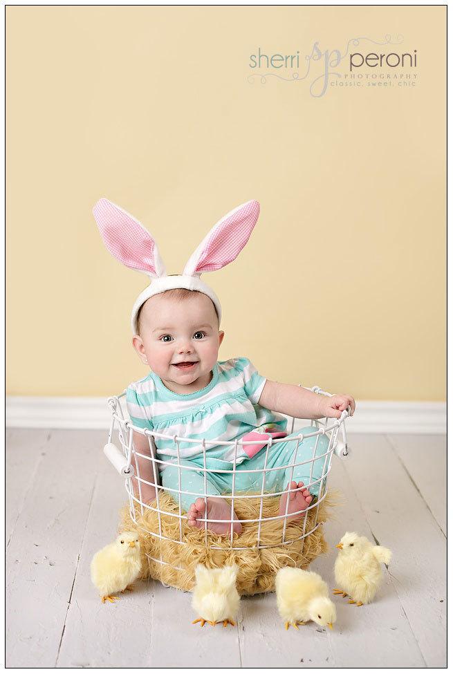 мальчик в костюме зайца