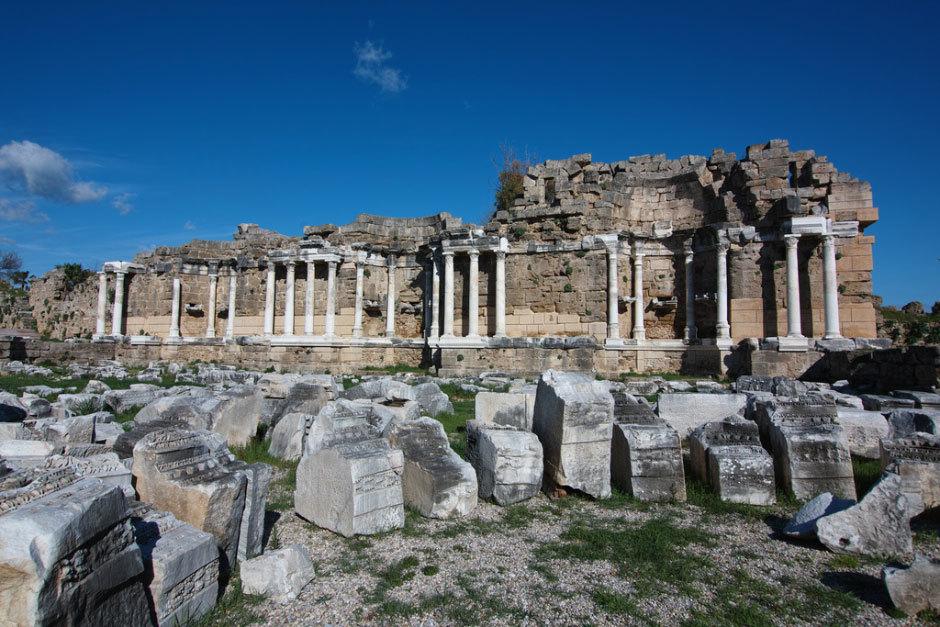 руины древних греческих храмов в Турции