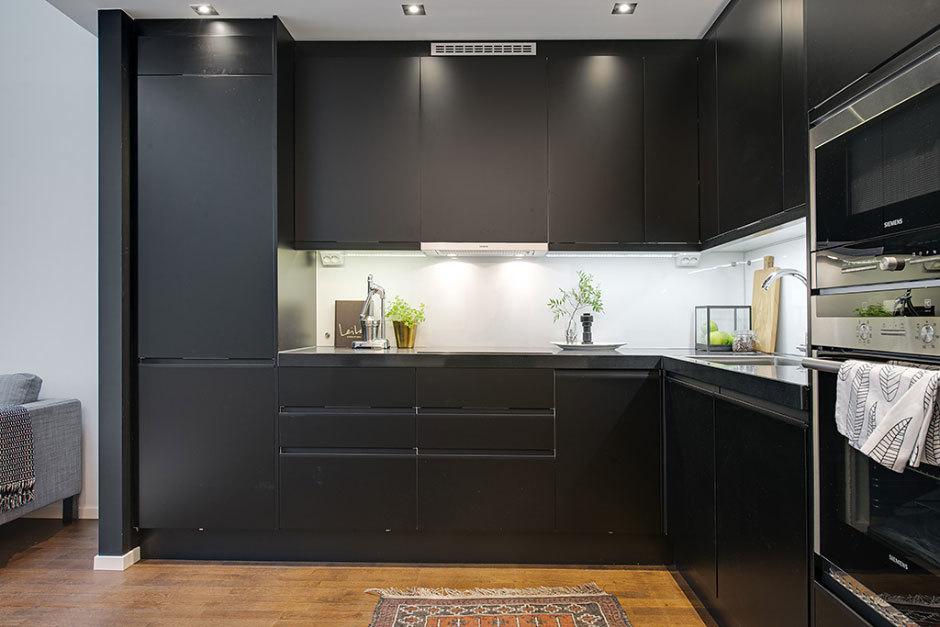 кухня в черном стиле