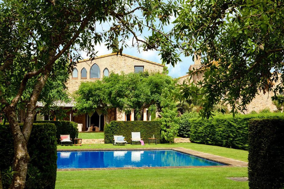 отреставрированный испанский дом с бассейном в районе Баш-Эмпорда