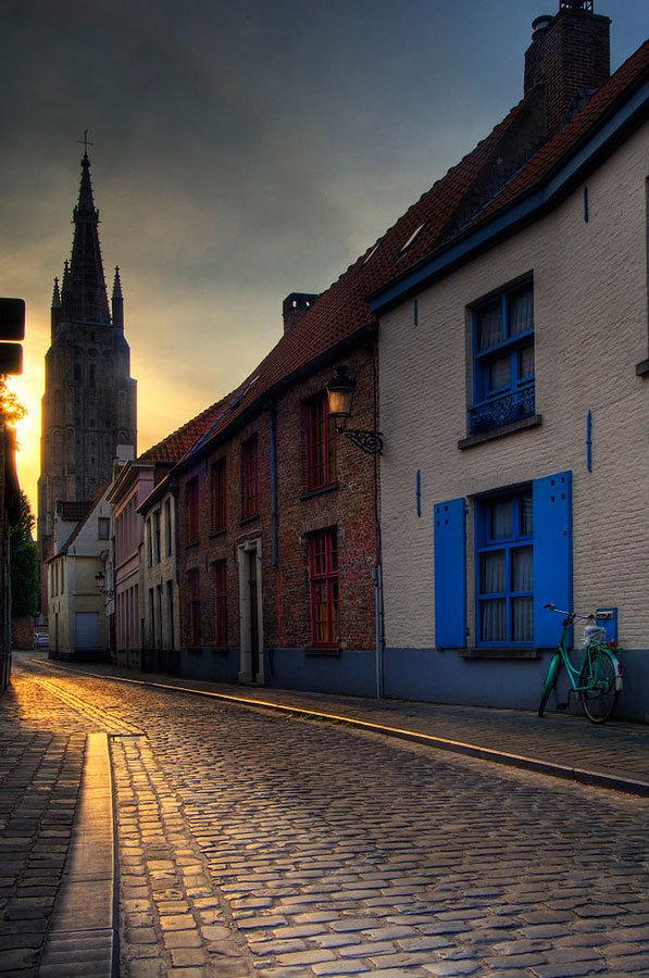 старая-улица-в-Брюгге