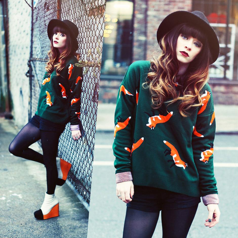 пуловер с лисами