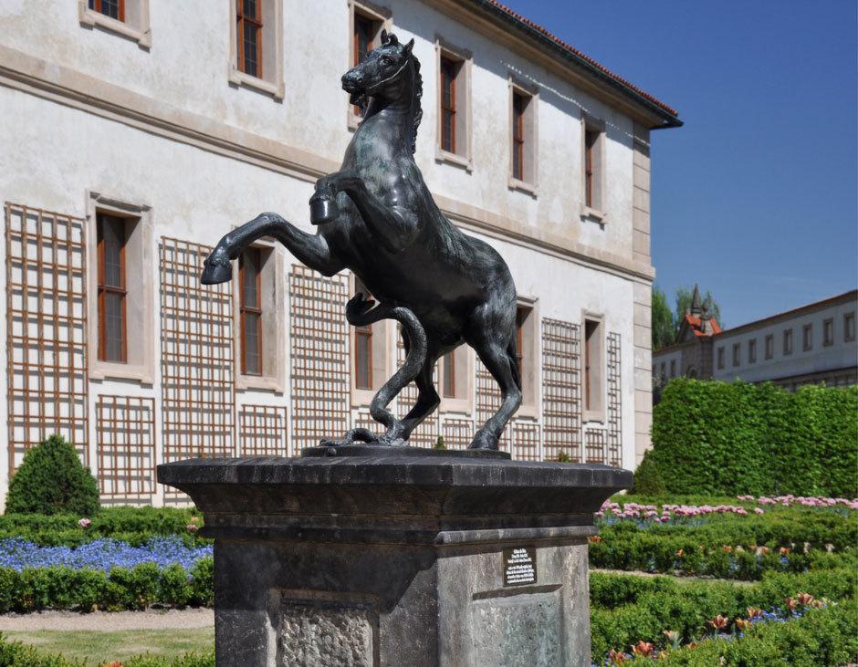 Скульптуры из Вальдштейнского сада