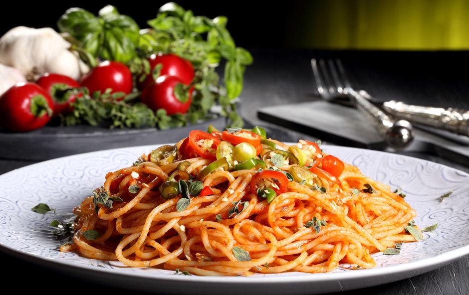 Итальянская паста с томатами