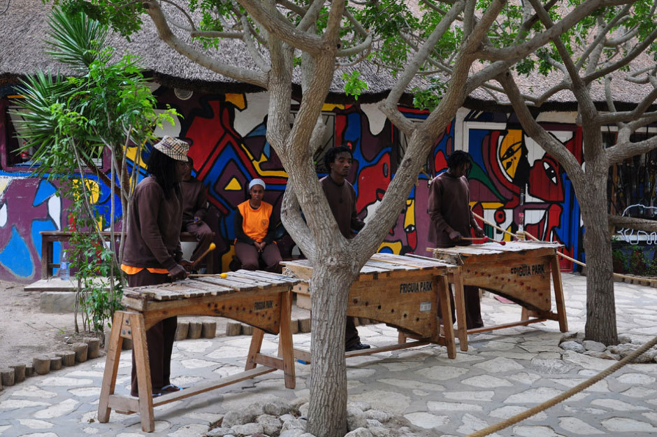 африканские танцы в парке Фригия в Тунисе