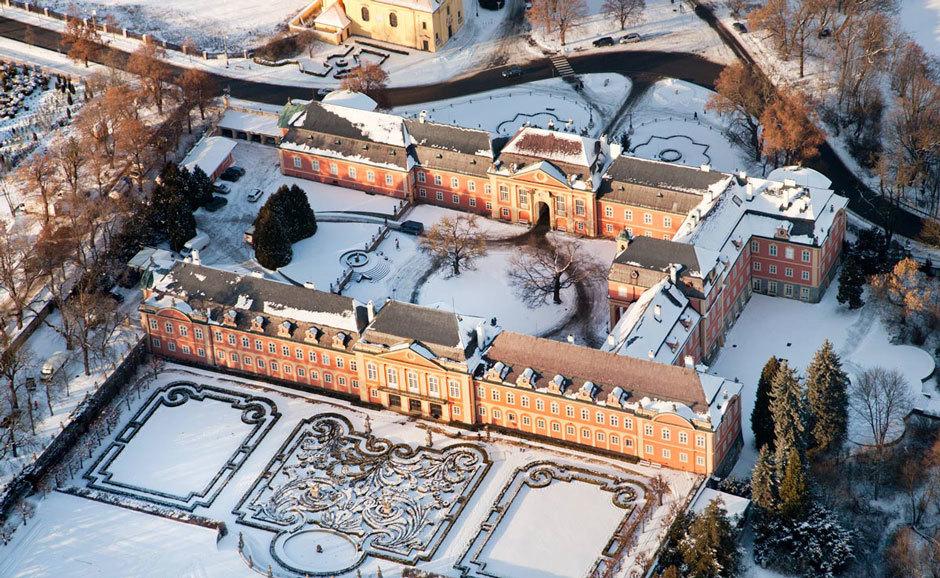 Замок Добржиш зимой