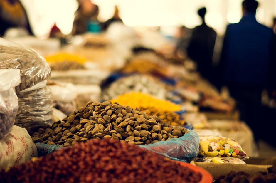 Орехи на базаре в Узбекистане