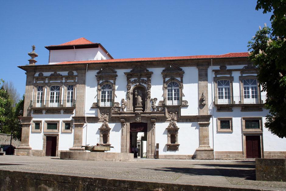 Фасад-старого-монастыря-Санта-Клара