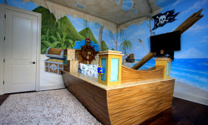 Красивая роспись стен в детской (тема Пираты)