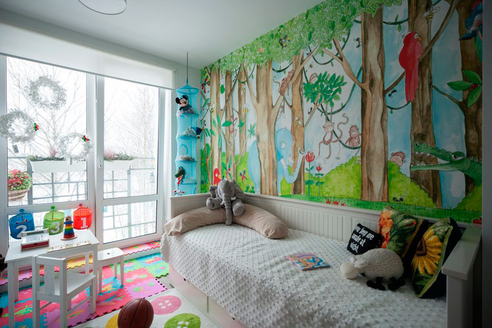 роспись краской стен в детской комнате
