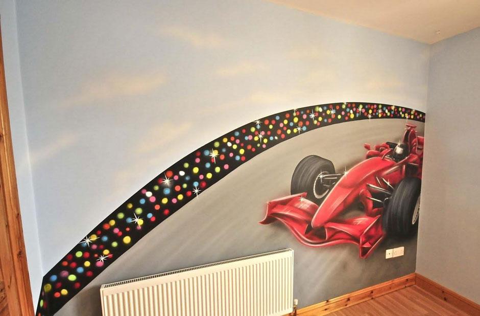 гоночный автомобиль роспись на стене