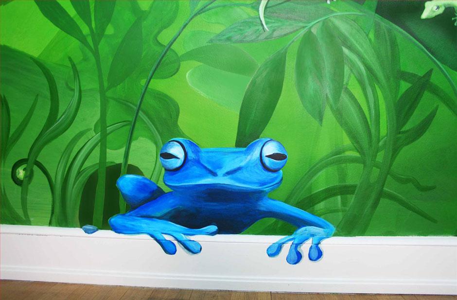 лягушка нарисованная на стене