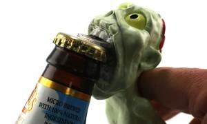 Необычная открывашка для пива в виде зомби