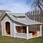 Деревянный домик для маленькой собаки