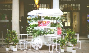 Цветочный бутик Chanel's Nail Bar & Flower Stall (16)