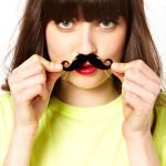 Принт усы: откуда пошла мода + самые стильные «усатые» аксессуары
